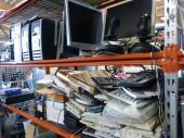 Stock d'éléments électroniques et informatiques