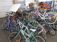 Nous réparons de nombreux vélos dans notre atelier